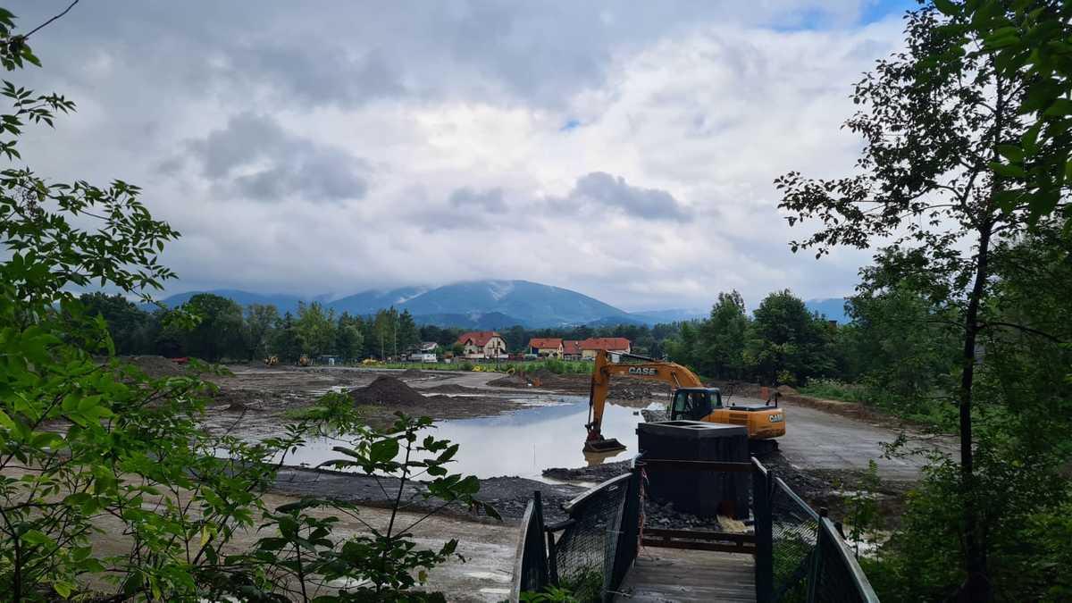 Trwa odbudowa Stawu Anteckiego w Andrychowie
