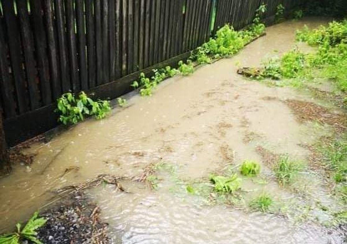 Potok zalewa posesje. Mieszkańcy mają dość