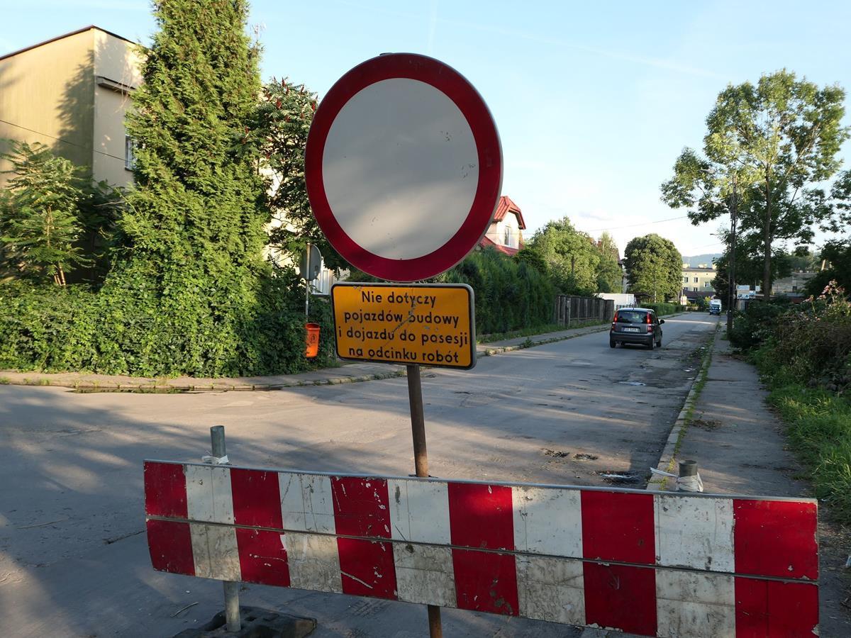 Padają drzewa na osiedlu Olszyny. To początek dużej inwestycji