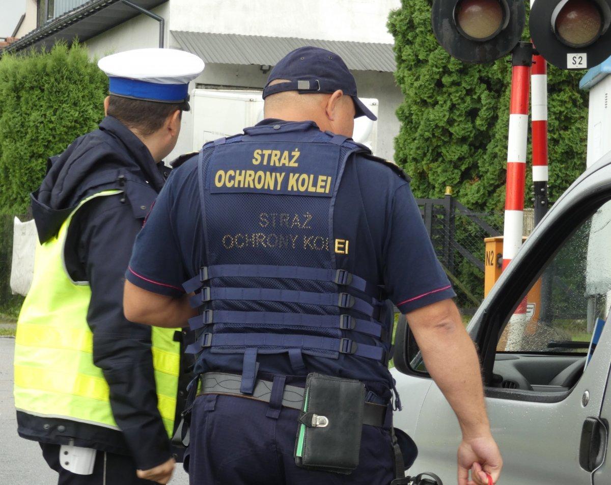 Akcja policji na przejazdach kolejowych. Zatrzymywali kierowców