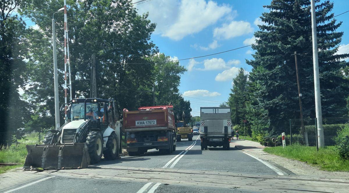 Remontują chodnik, ale po co? Urząd wydał oświadczenie
