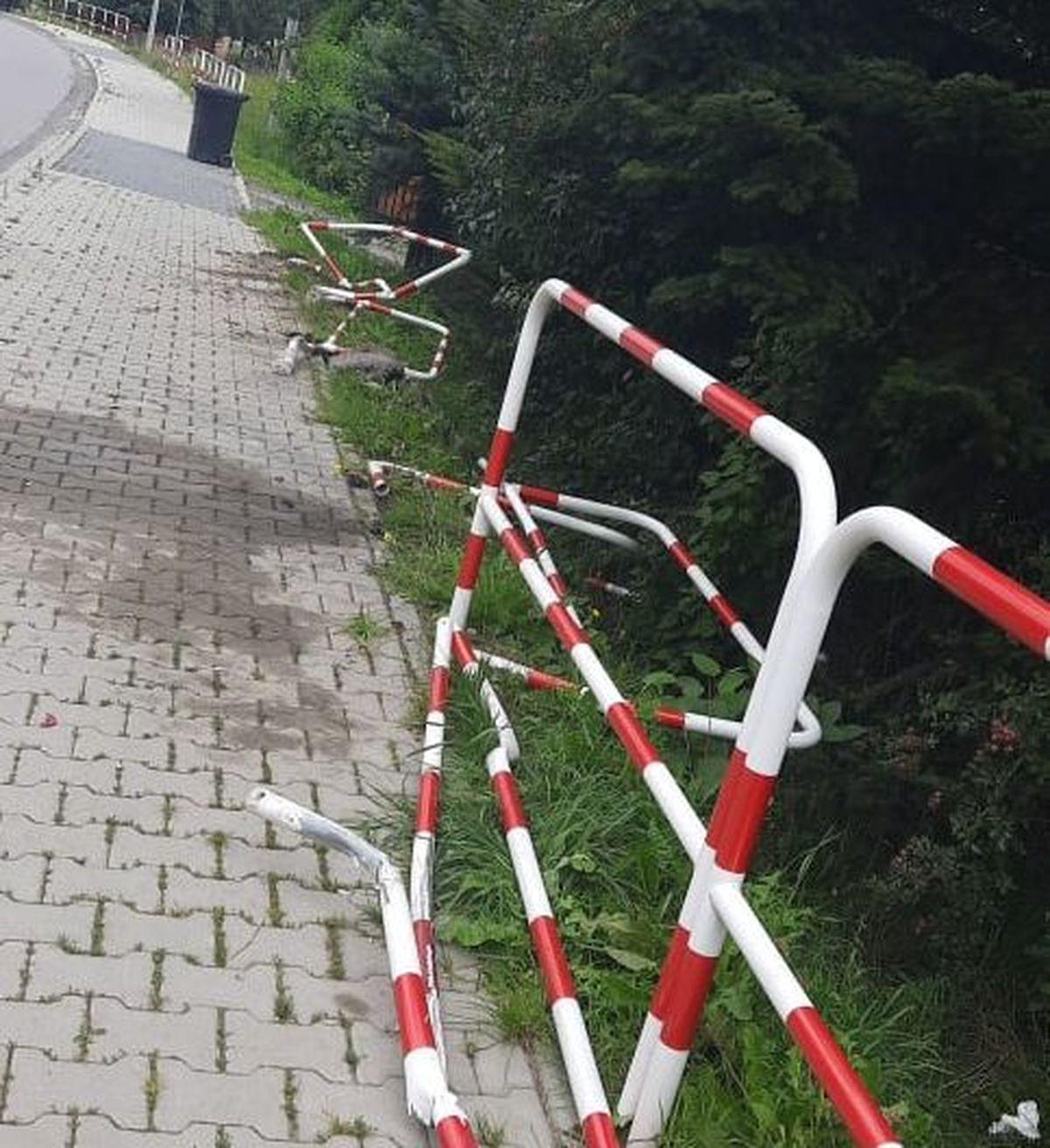 Pijany kierowca skasował barierki