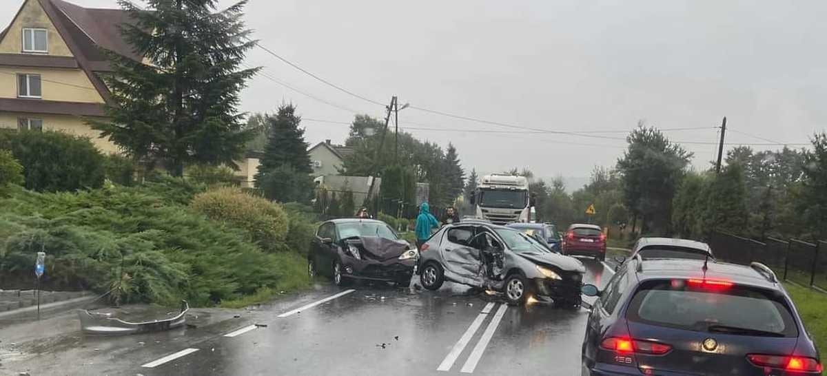 Poważny wypadek, utrudnienia na drodze