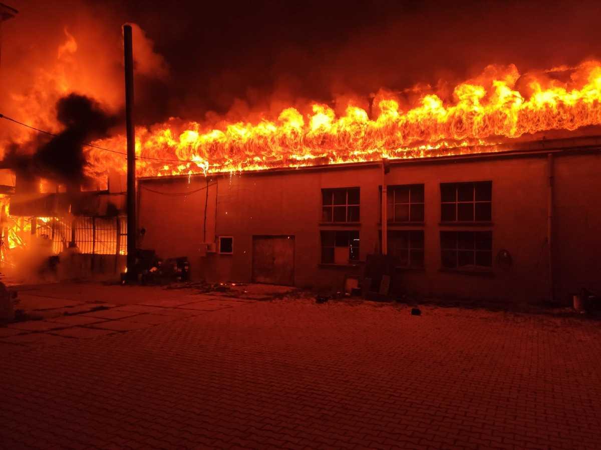 Ogromny pożar stolarni [AKTUALIZACJA]
