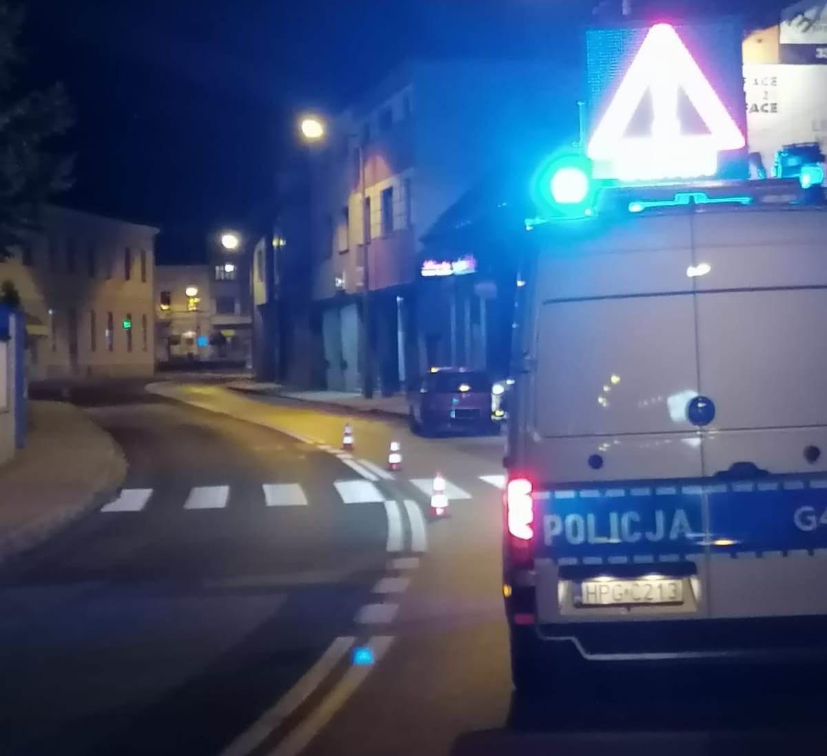 Potrącenie na przejściu dla pieszych, kobieta trafiła do szpitala