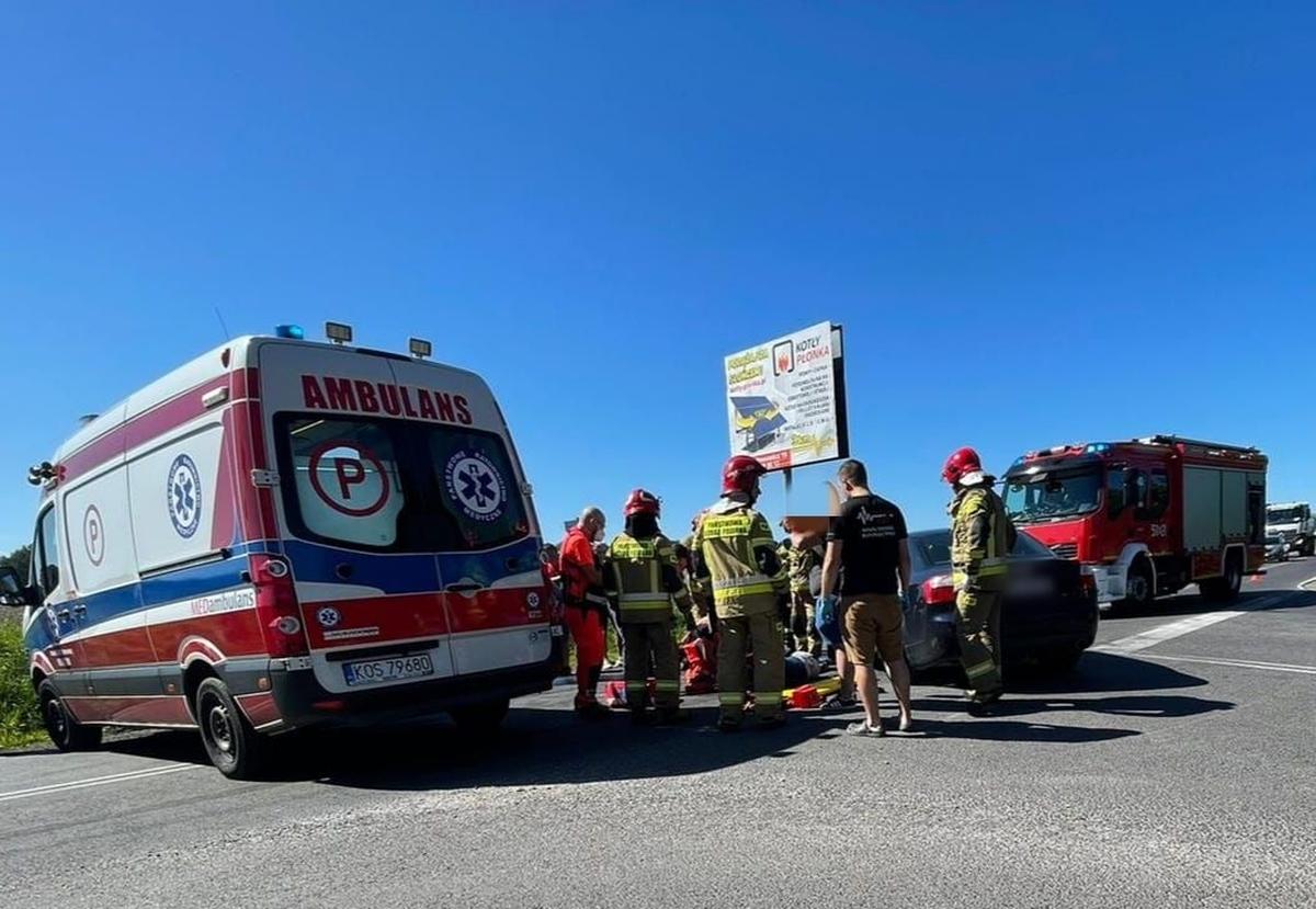 Czołowe zderzenie, jedna osoba trafiła do szpitala