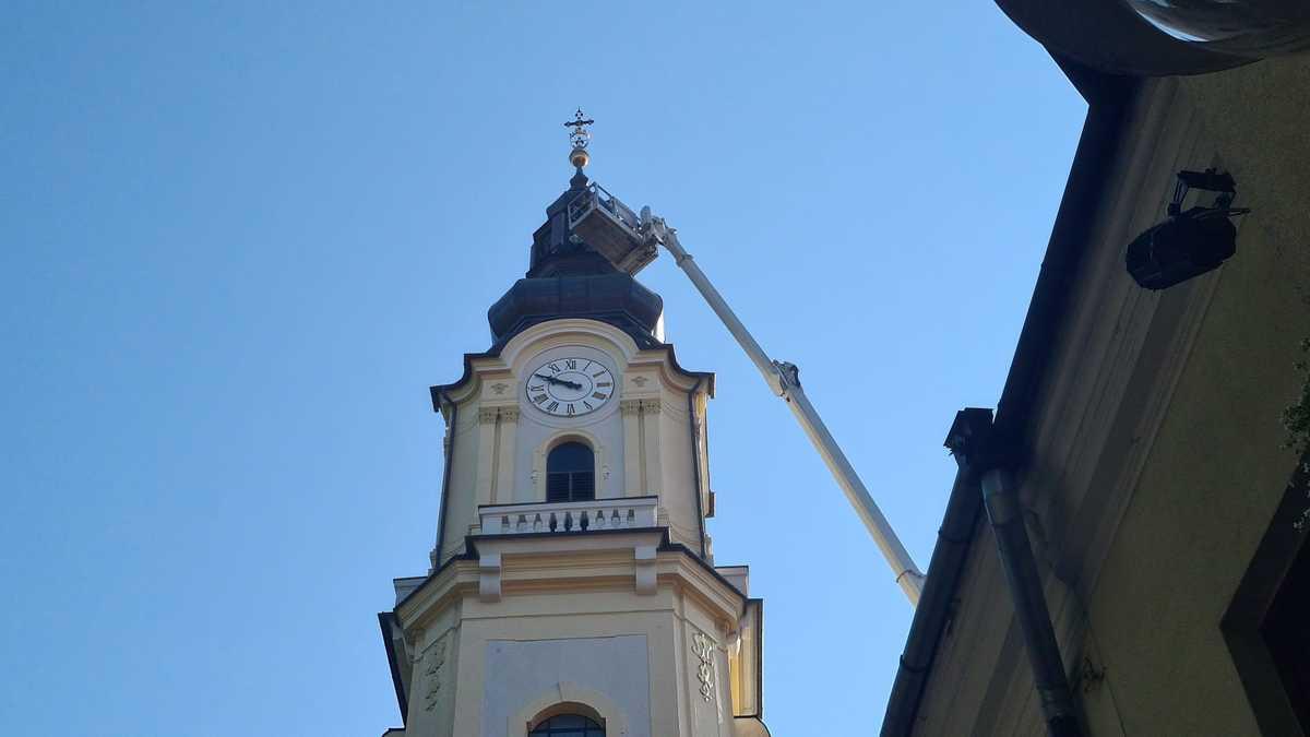 Prace na kościelnej wieży w Andrychowie [FOTO]