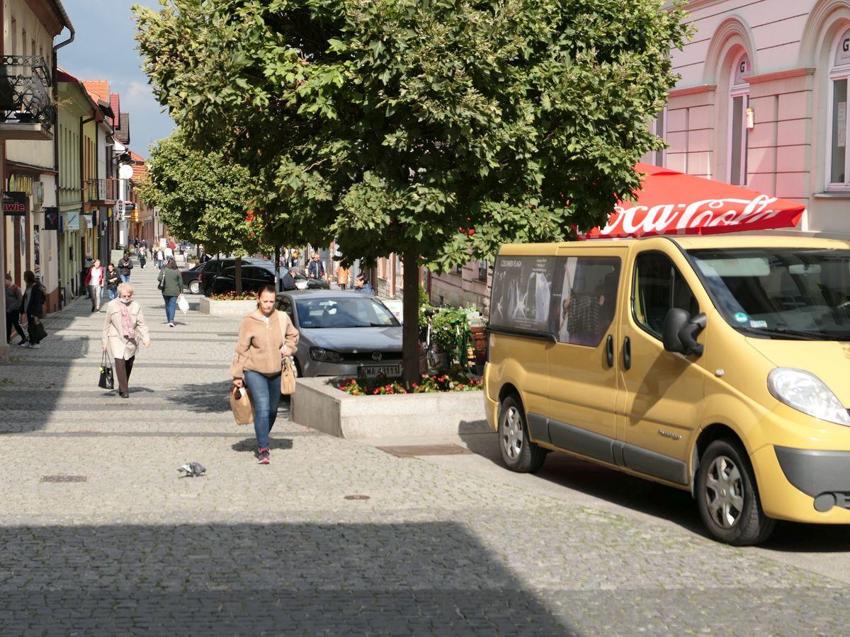 Straż miejska działa, a samochody jak stały, tak stoją