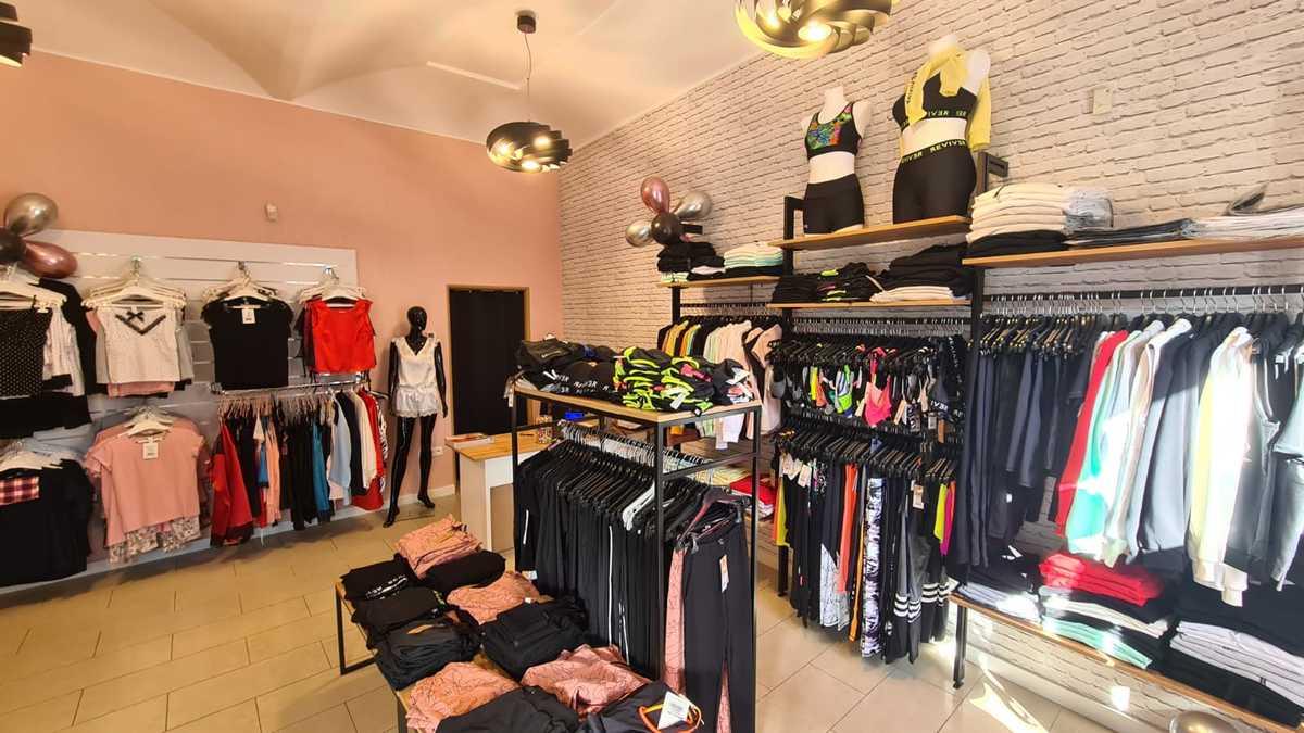 Odzież marka Reviver by Lorin w sklepie w centrum Andrychowa