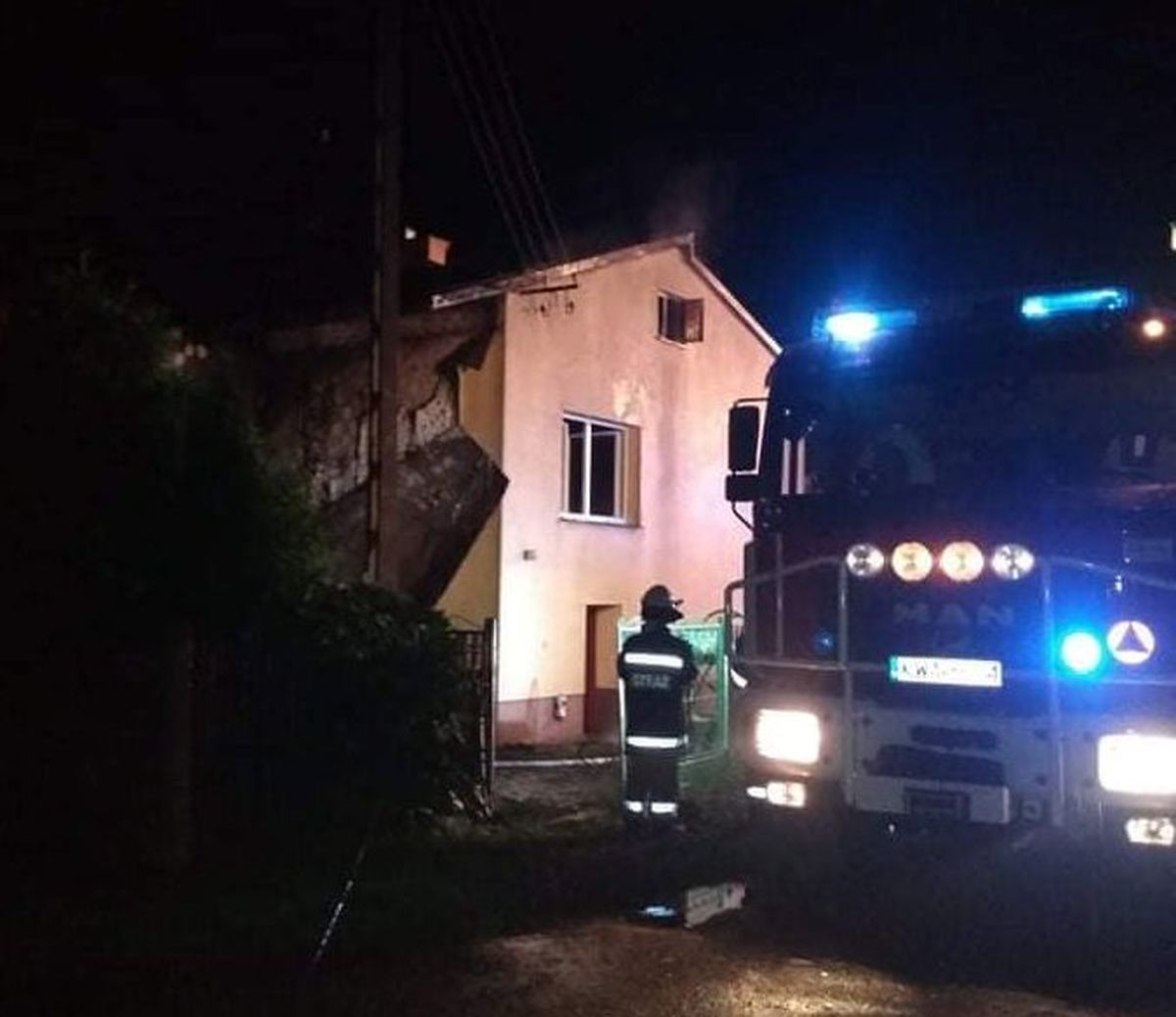 Nocny pożar budynku mieszkalnego