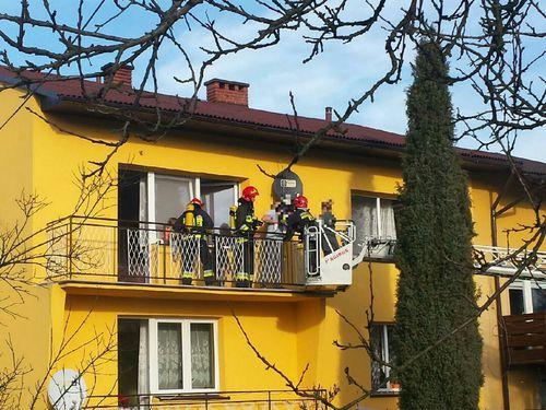Pożar w budynku. Strażacy ewakuowali mieszkańców [FOTO]