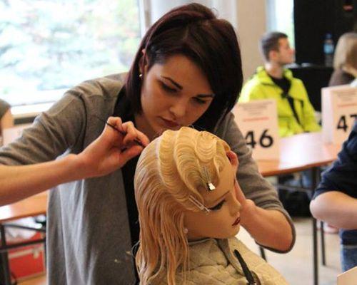Fryzjerki w rozjazdach, wystąpią w Moskwie i w Seulu