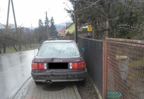 Mistrzowie parkowania. Piesi na ulice, chodnik dla auta