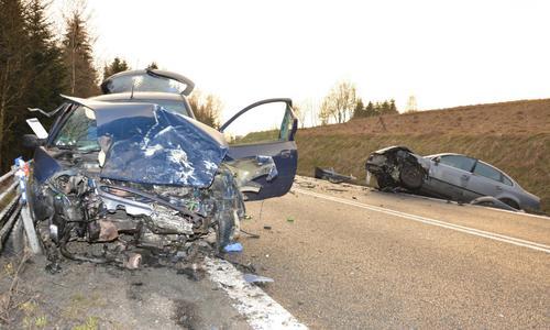 Koszmarny wypadek, trzy osoby poszkodowane [FOTO]