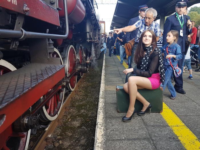 Przez powiat wadowicki przemknął pociąg retro. Ogromne zainteresowanie [FOTO, VIDEO]