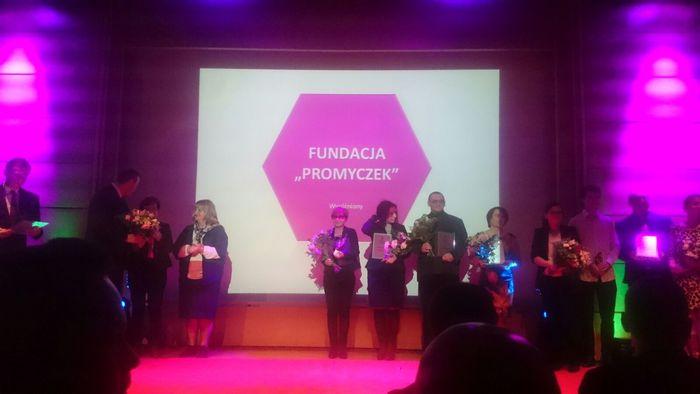 """Wyróżnienie dla Fundacji """"Promyczek"""" z Andrychowa i Stanisławy Wodyńskiej z Wadowic."""