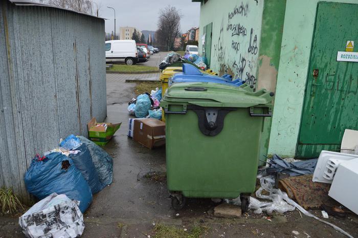 Śmieci zmorą mieszkańców jednego z bloków