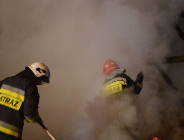 Spłonął drewniany dom, trudna akcja strażaków