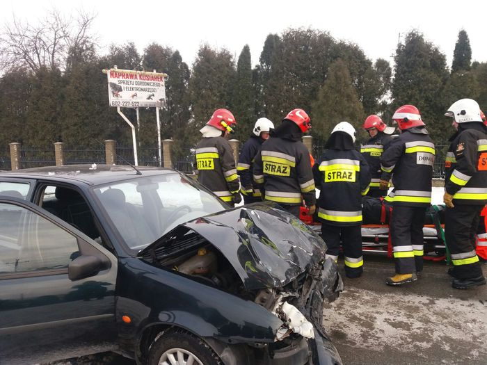 Wypadek w pobliżu kościoła [FOTO]