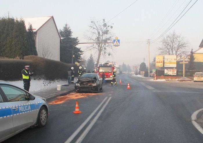 Dwie osoby poszkodowane w wypadku na skrzyżowaniu