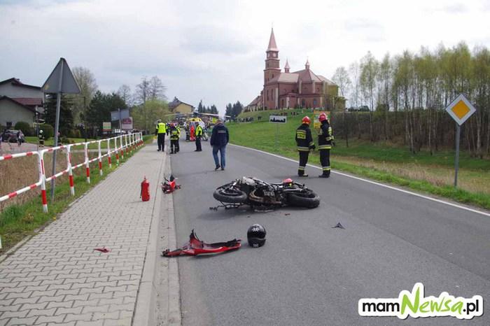Motocyklista potrącił pieszego, wezwano śmigłowiec ratowniczy [FOTO]
