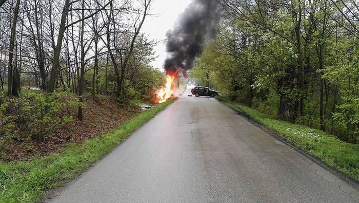 Wypadek drogowy, bus stanął w płomieniach