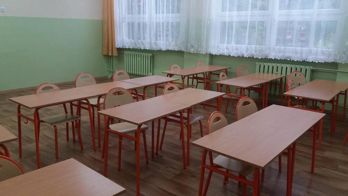 Uczniowie wrócili do szkół. Czy będzie kasa na ławki i krzesła? Ostra polemika radnego z burmistrzem