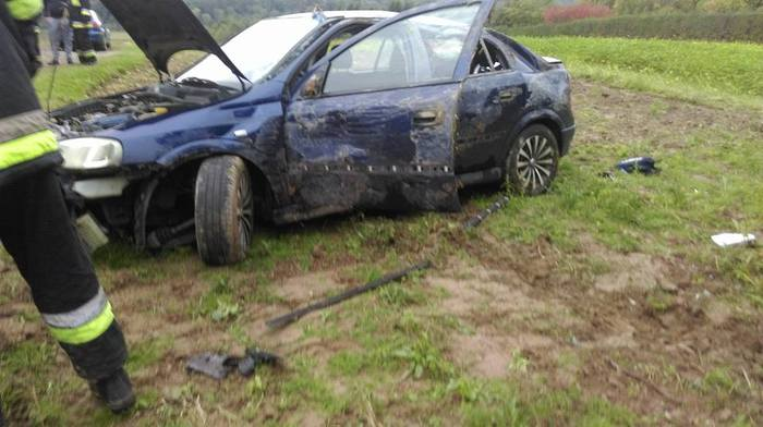 Auto dachowało, dwie osoby ranne