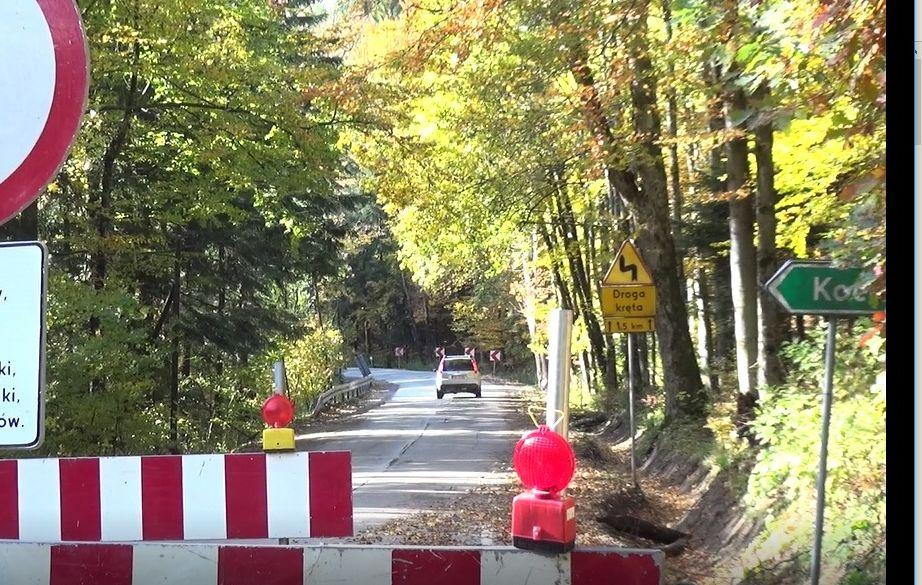 Droga przez Przełęcz Kocierską remontowana ale przejezdna [VIDEO]