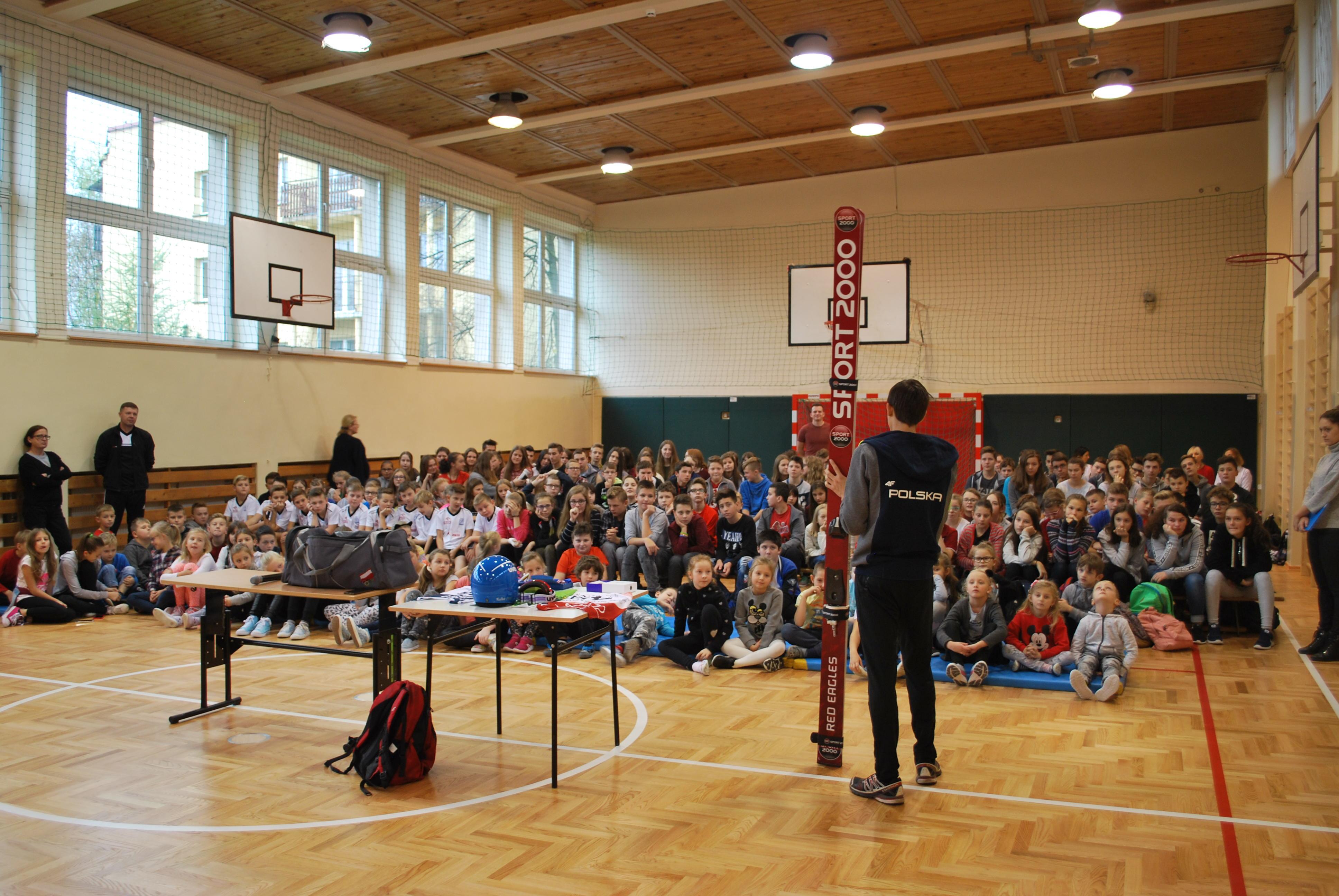 Pokazowy trening skoczka narciarskiego podczas lekcji [FOTO]