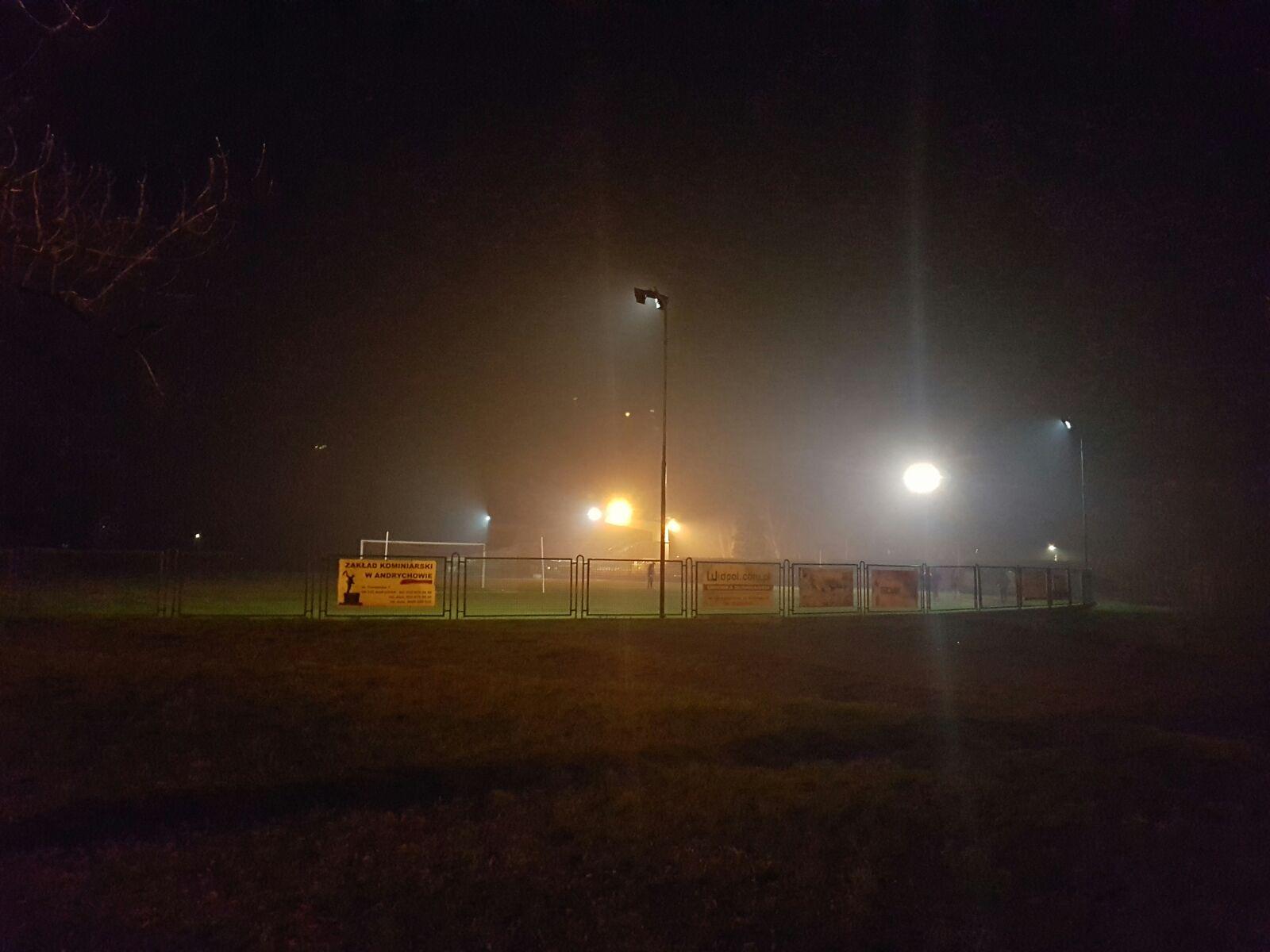 Co z tym oświetleniem? Piłkarze nie mają jak trenować