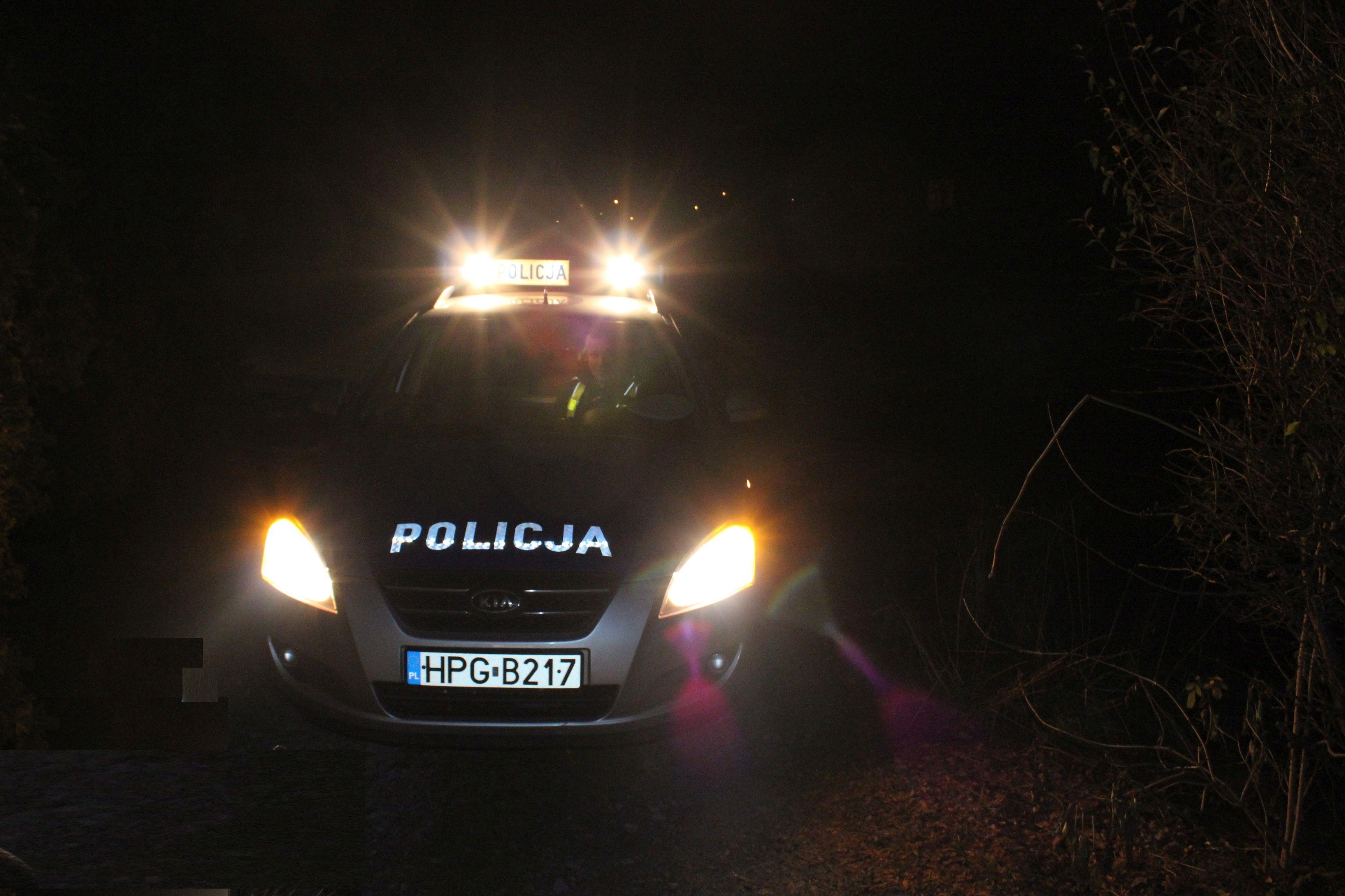 Policjanci odnaleźli desperatkę i skutecznie udzielili jej pomocy, gdy dostała ataku epilepsji