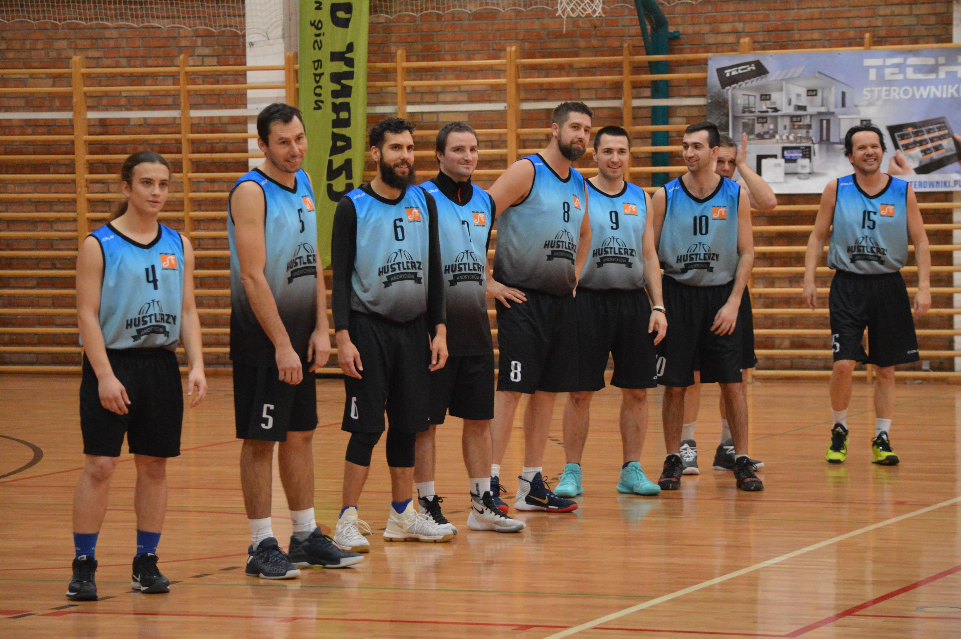 Przedświąteczne spotkanie z koszykówką w Andrychowie. Działo się! [FOTO]