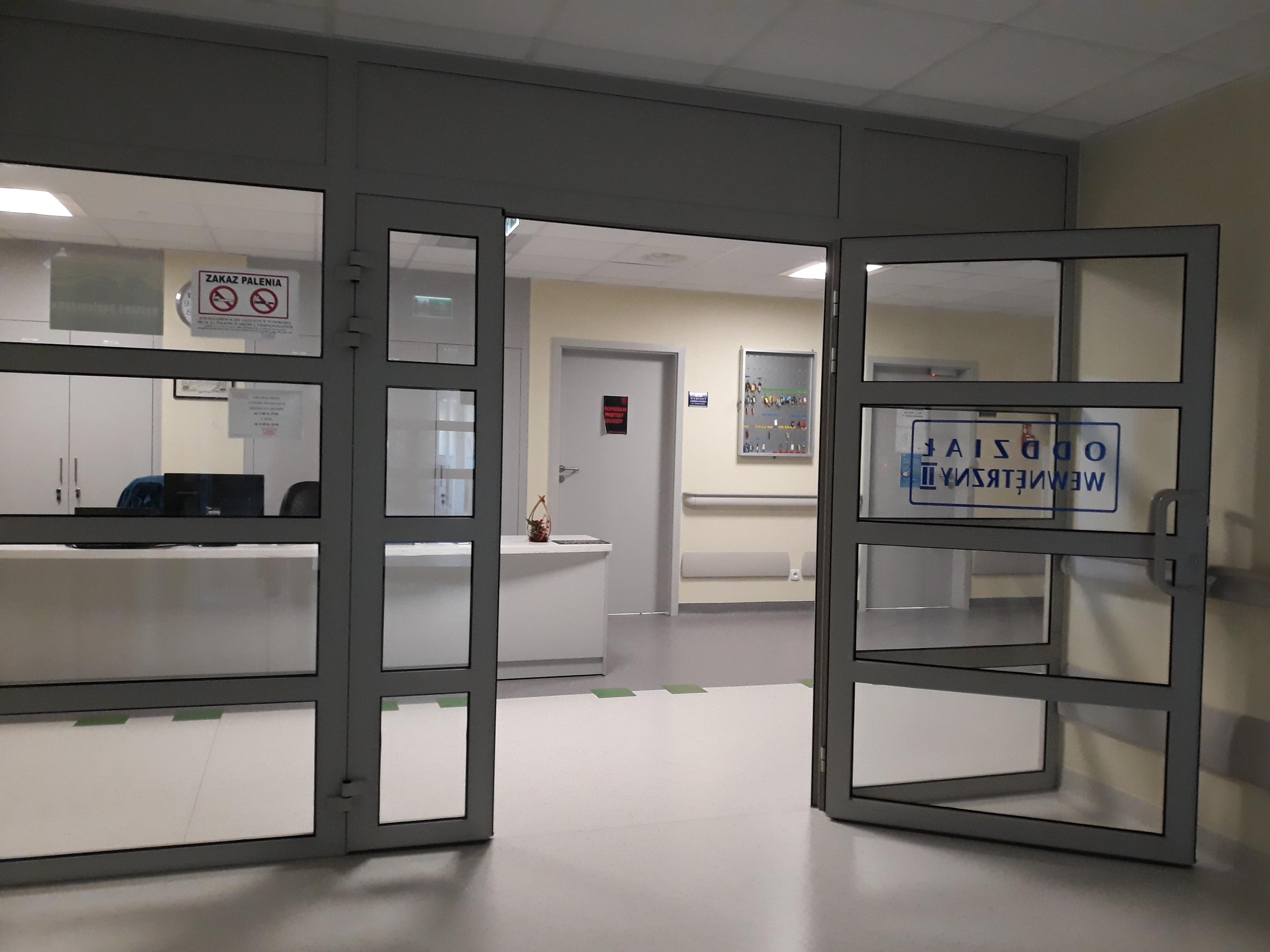Lekarze wypowiedzieli klauzulę ale szpital w Wadowicach działa normalnie