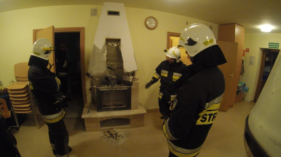 Pożar od kominka. Mogła spłonąć gminna świetlica i cały budynek