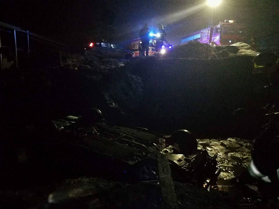 Auto dachowało w potoku [FOTO]