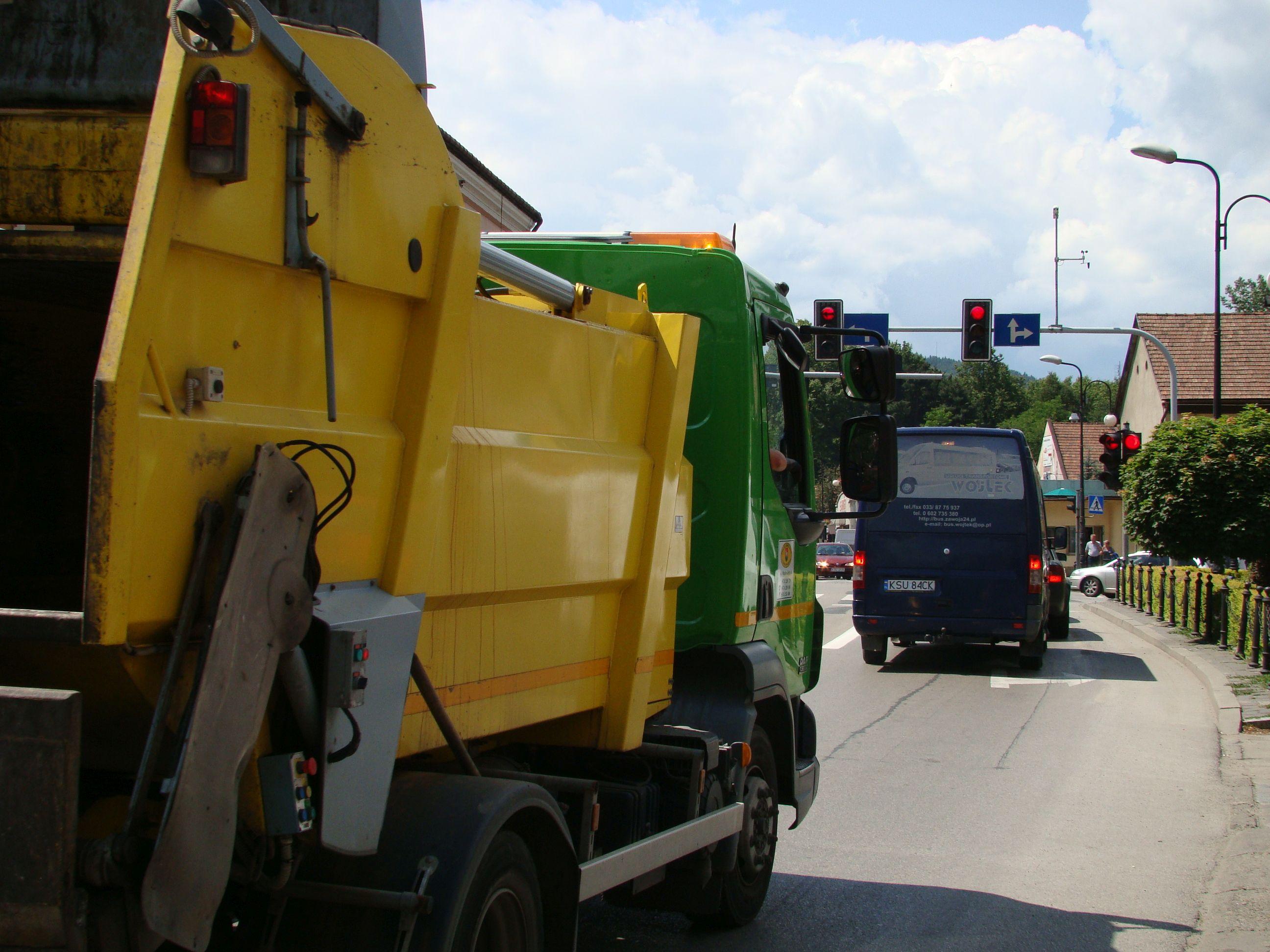 Władze kolejnej gminy podniosły opłaty za wywóz śmieci