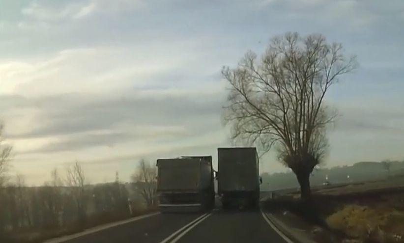 Skandaliczne zachowanie kierowcy ciężarówki. Szuka go policja