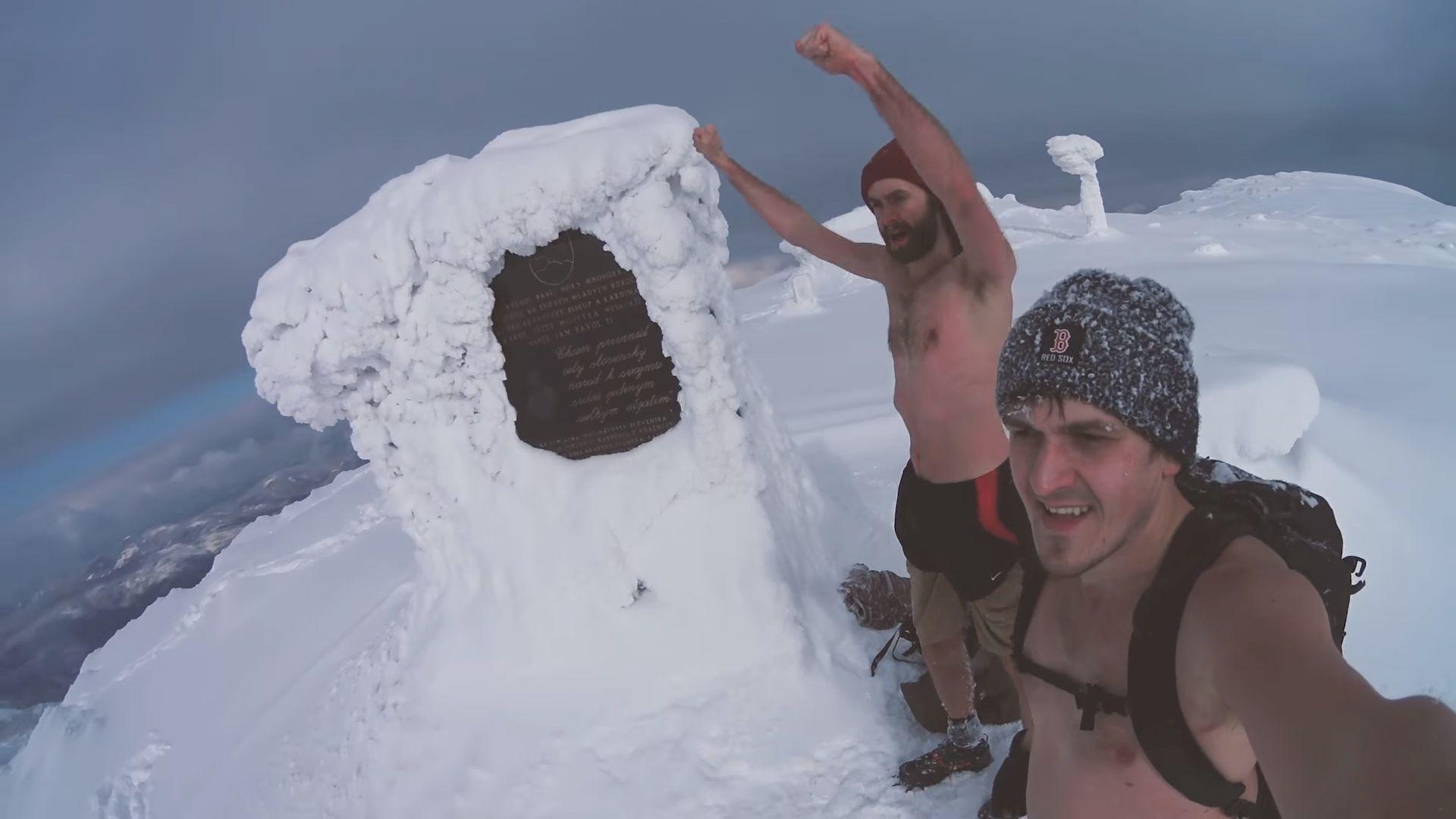 Szalony wyczyn turystów - nago na Babią Górę. Co chcieli udowodnić?