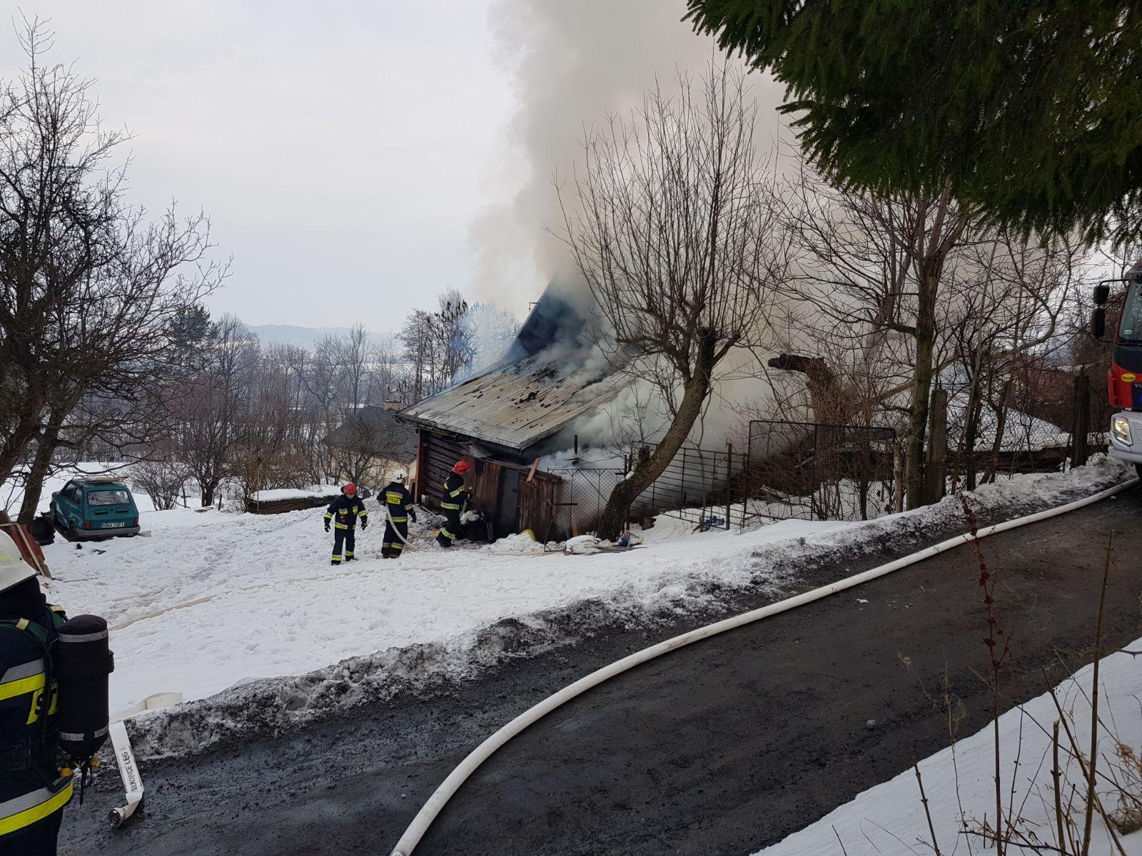 Pożar  budynku mieszkalnego. Dramatyczna akcja gaśnicza [FOTO]