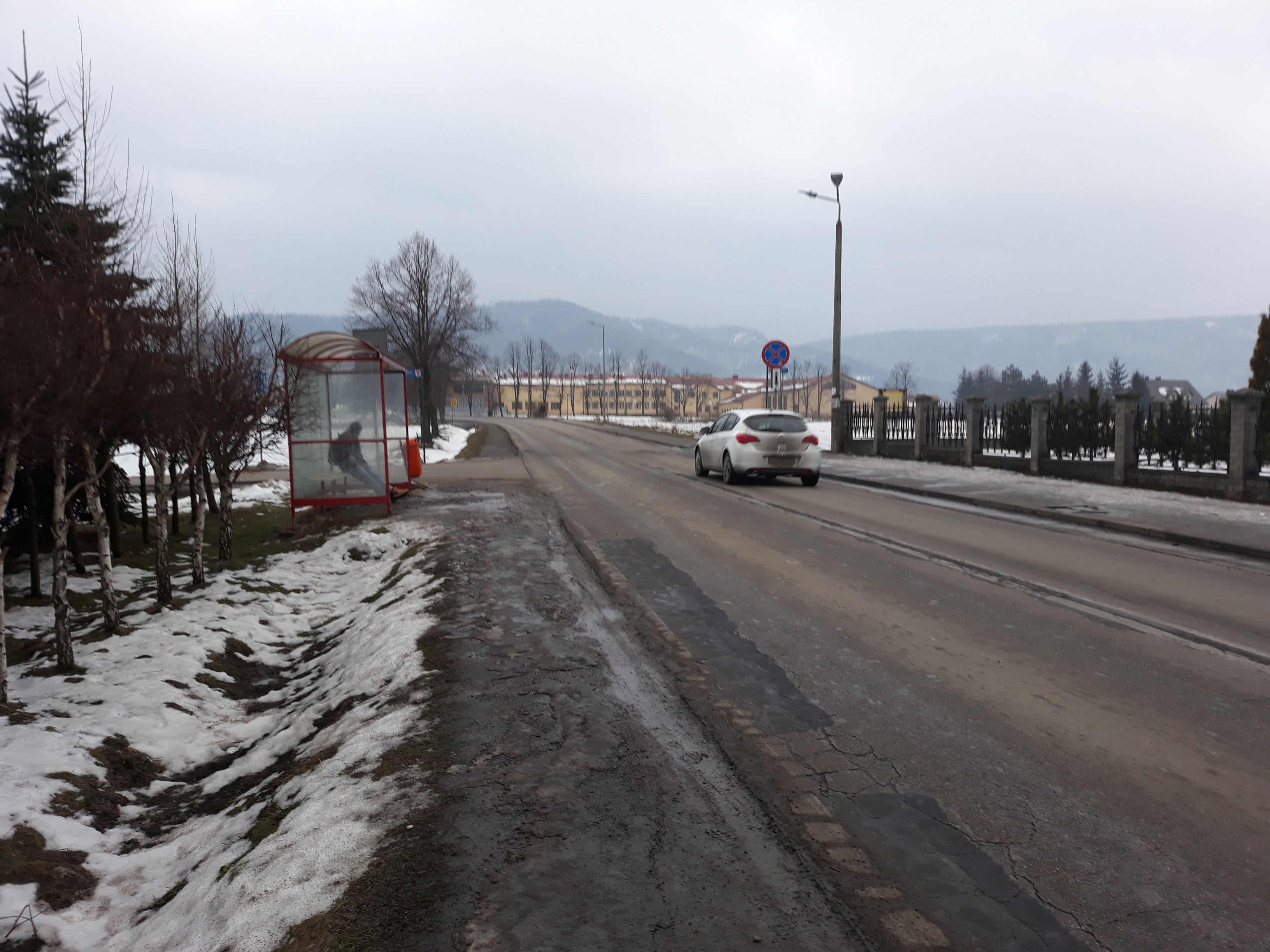 Zamieszanie na Bielskiej. Policja nie pozwoliła przejść staruszkom na drugą stronę ulicy [AKTUALIZACJA]