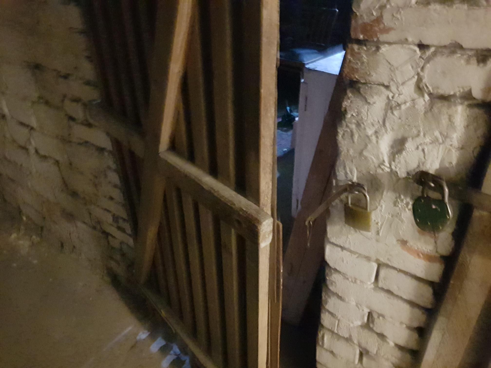 Seria włamań do piwnic. Ukradli nawet konfitury!