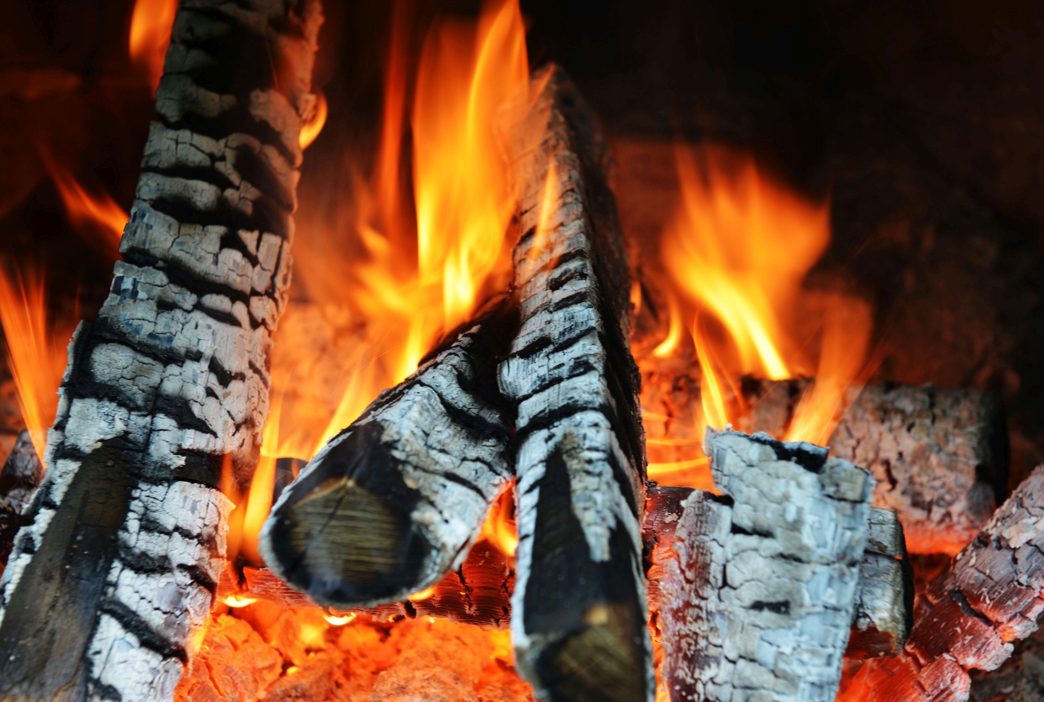 Burmistrz za całkowitym zakazem palenia węglem i drewnem