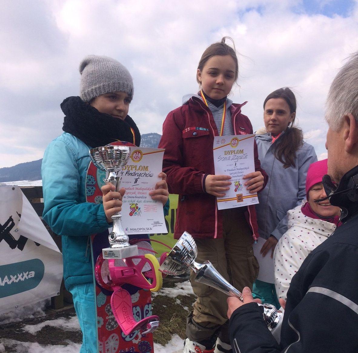 Sukcesy sportowe uczniów Czwórki: w snowboardzie i siatkówce