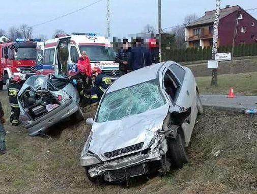 Tak się kończy brawurowa jazda. Kierowca w szpitalu, już stracił prawo jazdy