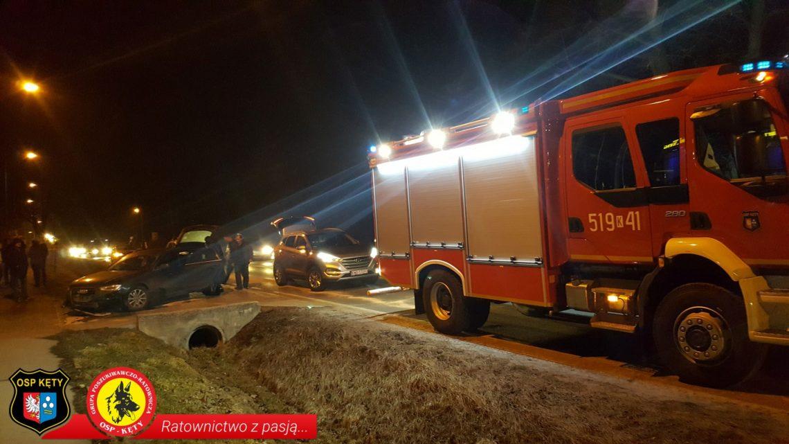Zderzenie dwóch samochodów z dzikiem na Krakowskiej