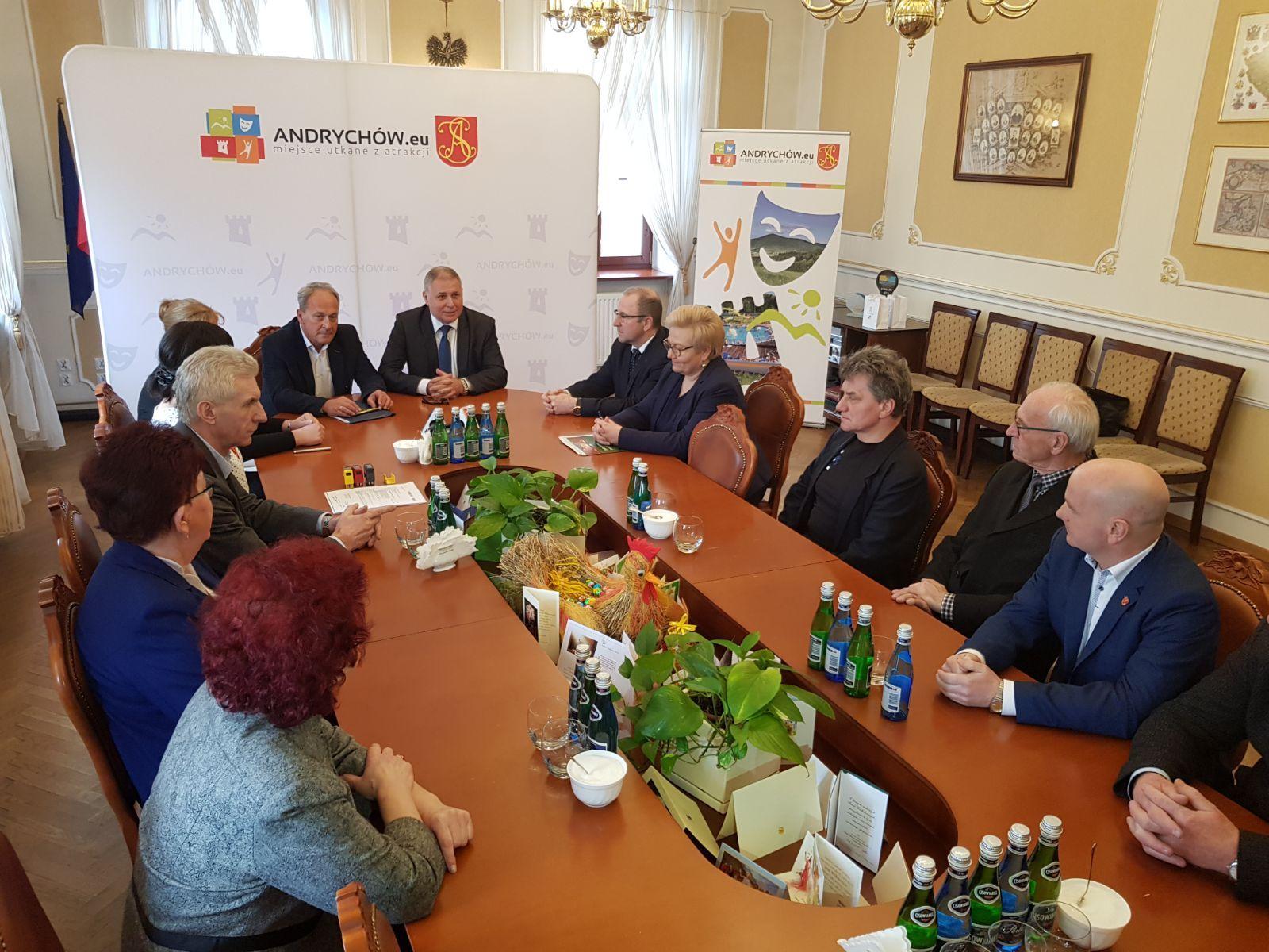 Umowa na budowę krytego basenu w Andrychowie podpisana [FOTO]