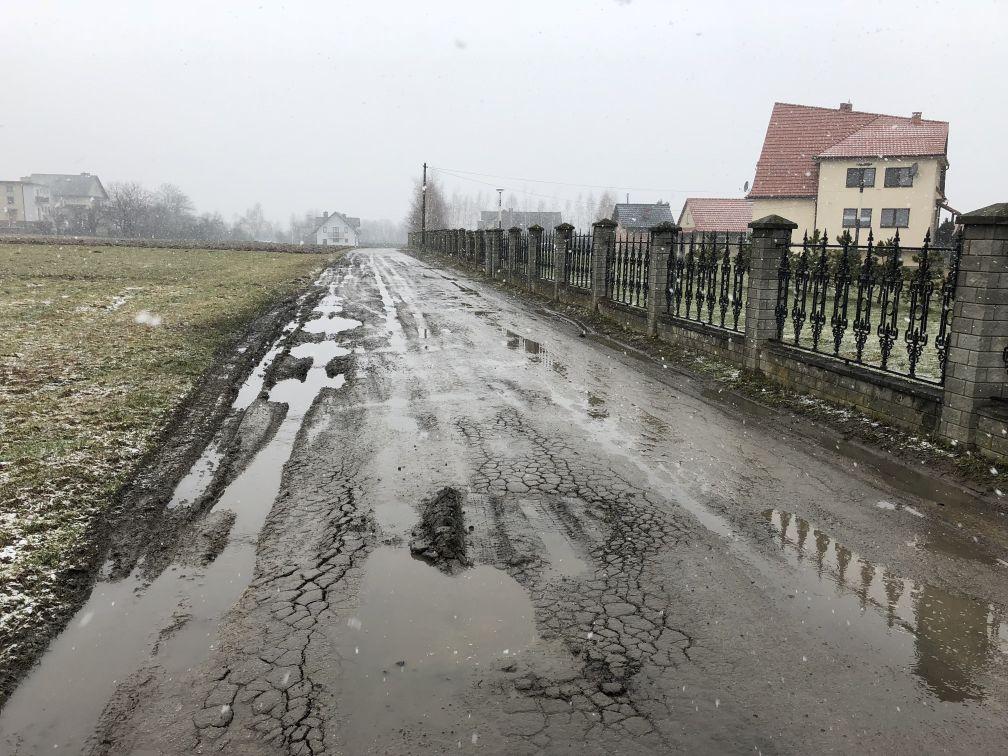 Niektóre drogi wyglądają tak. Co z tymi remontami?