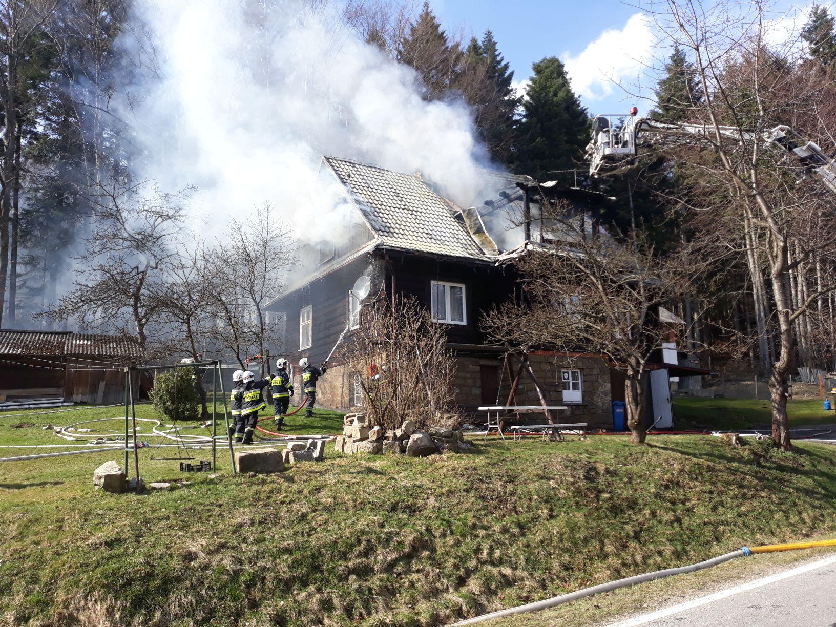 Pożar domu za Kocierzem [FOTO]
