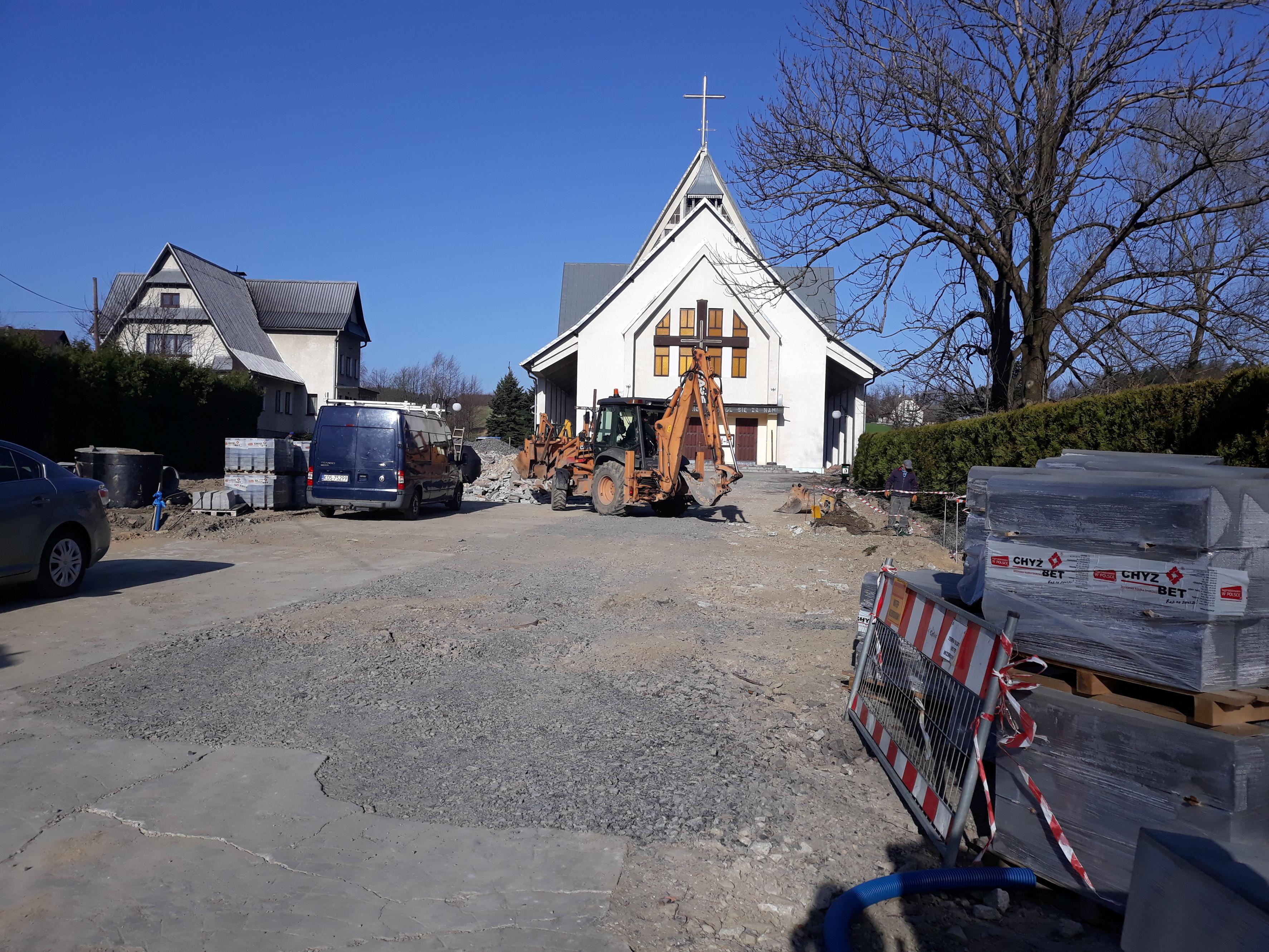 Praca wre w Bolęcinie. Powstanie nowy parking przy kościele